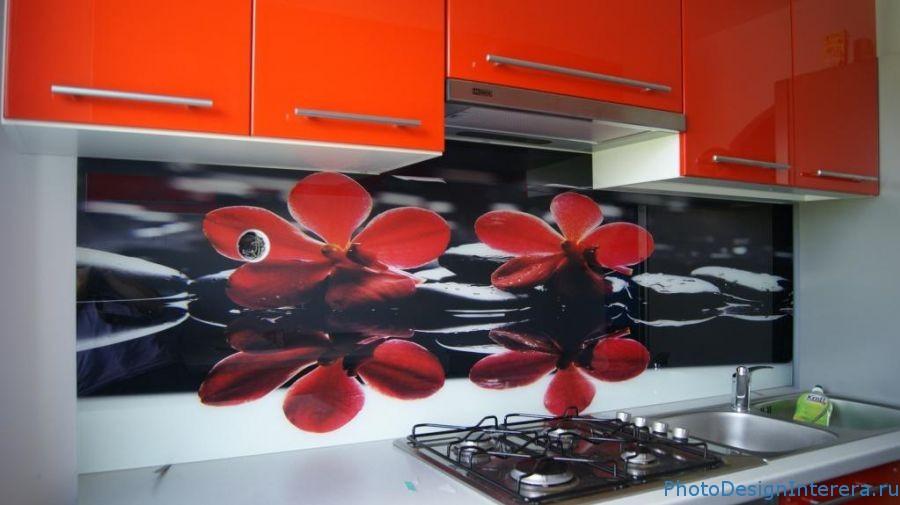 Элегантные цветочные фартуки для кухни из фото стекла