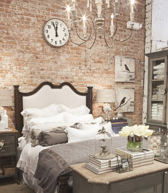 Оформление спальни при помощи кирпича