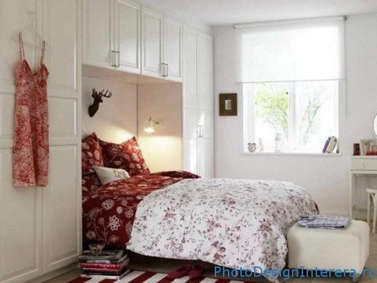 Как организовать интерьер маленькой спальни фото?