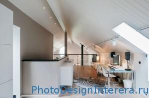 Красивый дизайн интерьера домашнего офиса на чердаке фото