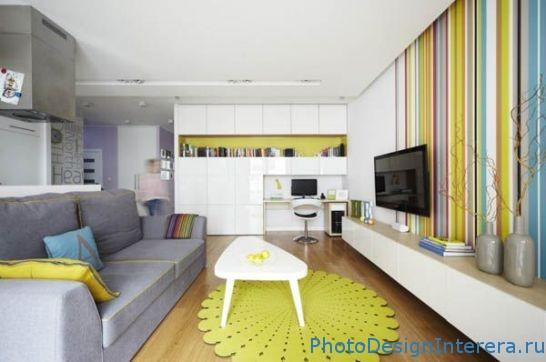 Дизайн интерьера гостиной в яркую полоску фото