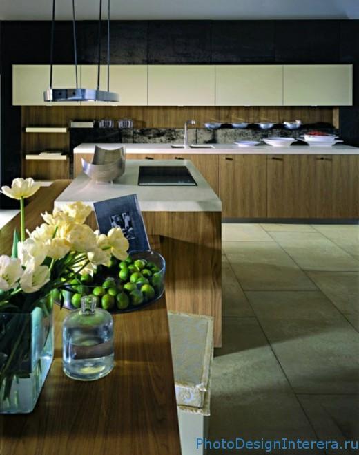 Кухня, украшенная цветами, вазами. Современная кухня фото