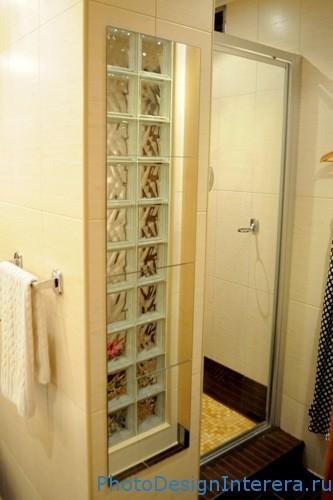 Стеклоблоки в дизайне интерьера ванной комнаты фото