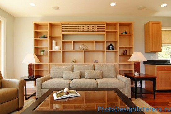 Стеллажи в интерьере малогабаритной квартиры