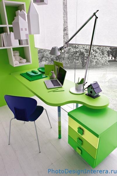 Рабочее место в детской комнате зеленого цвета фото
