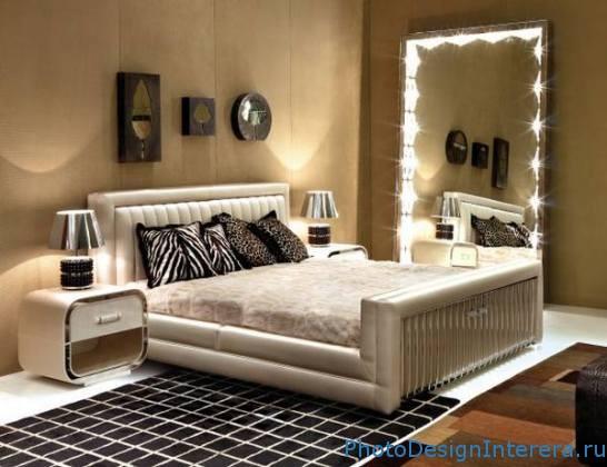Как увеличить спальню при помощи зеркала?